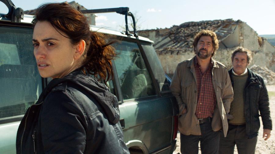 Laura (Penelope Cruz) bekommt Hilfe von ihrem Exfreund Paco (Javier Bardem) und ihrem Schwager Fernando (Eduard Fernández, re.)